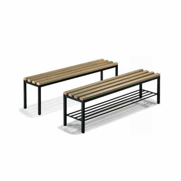 Bank met gelakt houten zitvlak