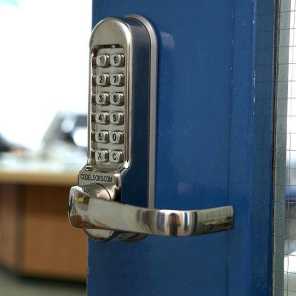 Codelocks deurslot CL505 op deur