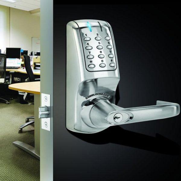 Codelocks elektronisch deurslot CL5010 op deur